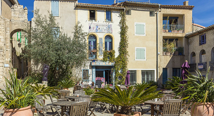 The village square of Bages